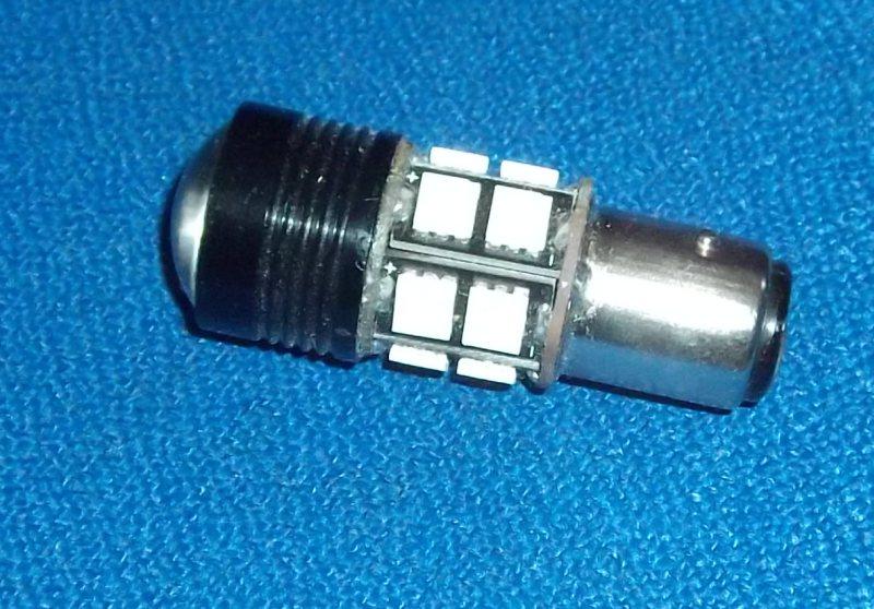 b5d455834e0 ... určená jako náhrada běžných žárovek 5 15W při desetinové spotřebě.  Určená pro 12V elektroinstalaci s uzemněným KLADNÝM pólem. 12 čipů svítí do  stran a 1 ...